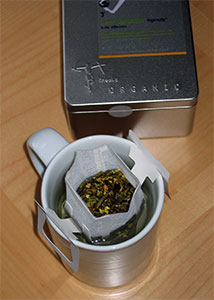 Ineeka box and brewing tea